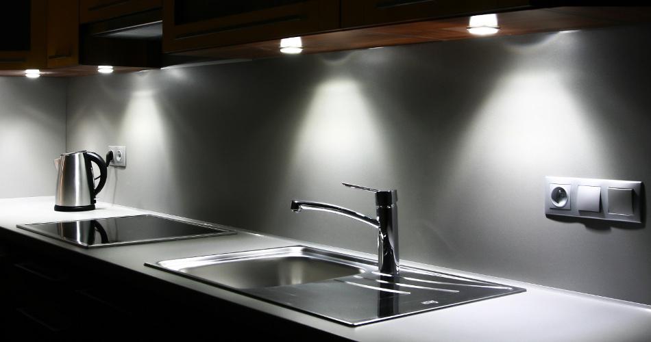 Onderbouw Verlichting Keuken : Sfeer in je keuken met de juiste keukenverlichting